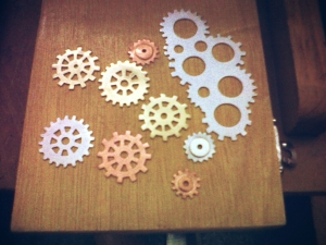 Brooch with Gears by Sezen Tulgarer